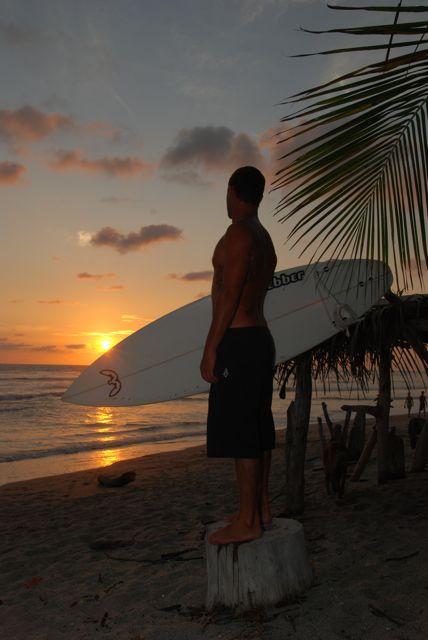 Surfer mit Surfbrett